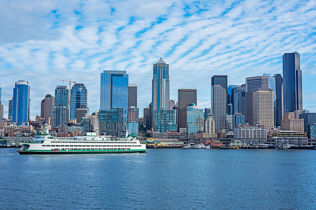 Seattle-ferry-large-white-green-cruise-ship