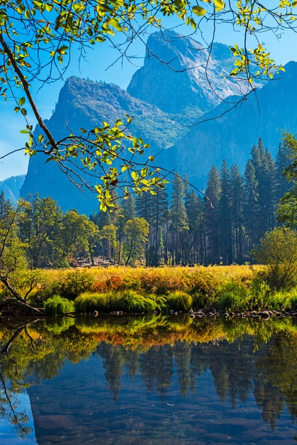 Yosemite-mountain-reflection-creek